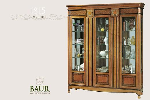 glass cabinet in cherry wood baur wohnfaszination. Black Bedroom Furniture Sets. Home Design Ideas
