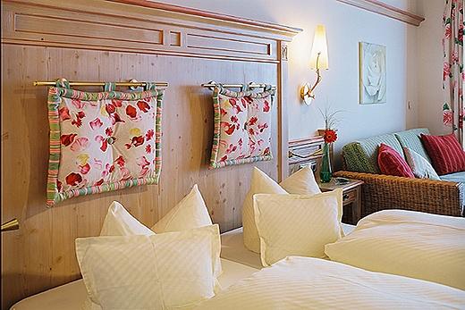 hotel room interior baur wohnfaszination. Black Bedroom Furniture Sets. Home Design Ideas